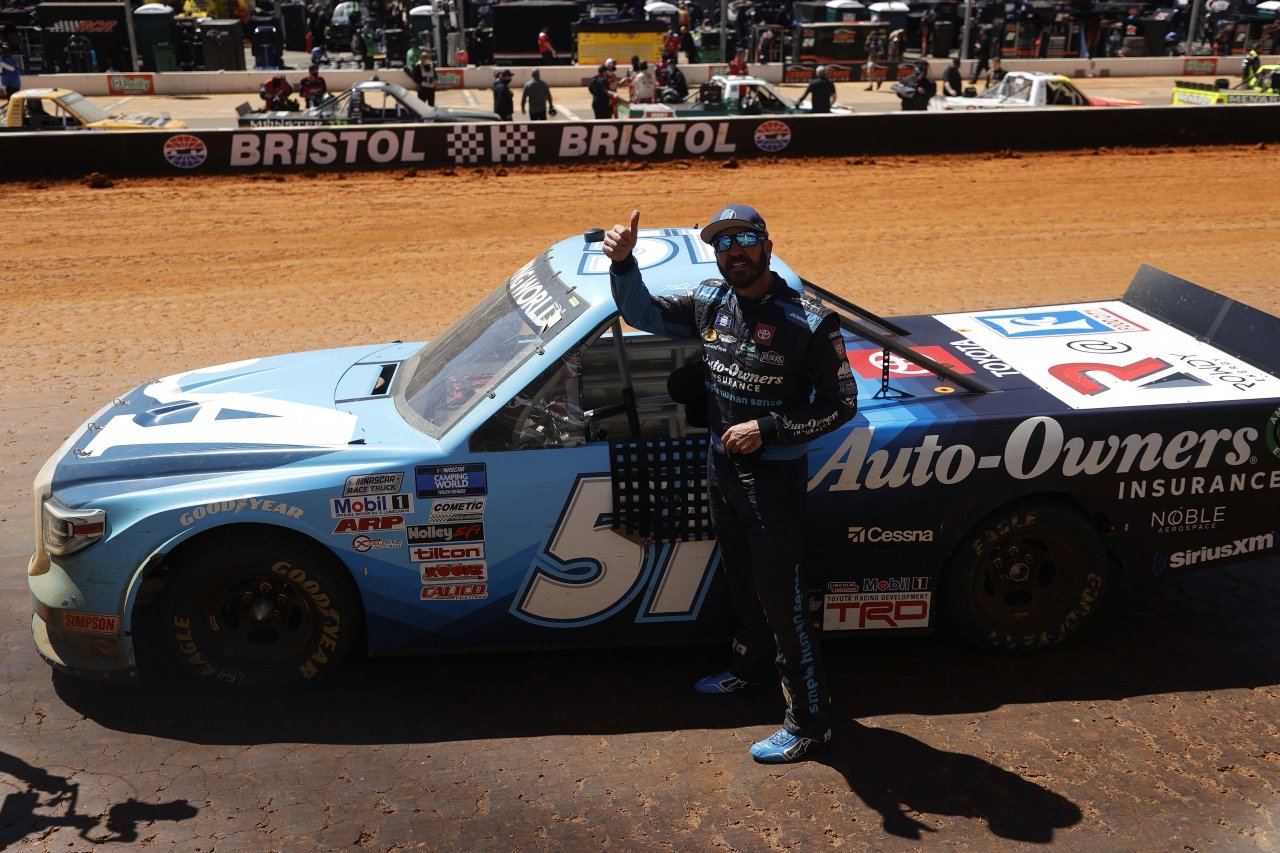 Martin Truex JR wins at Bristol Motor Speedway dirt track - NASCAR Truck Series