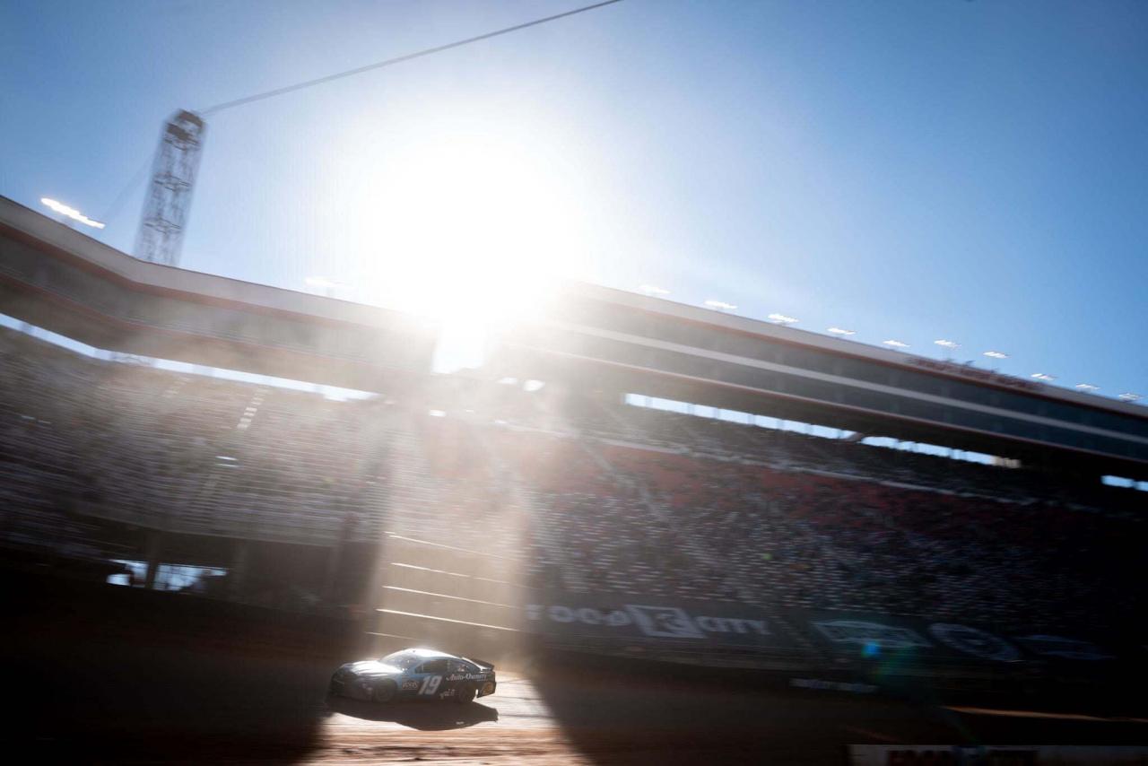 Martin Truex Jr - Bristol Dirt Track - NASCAR Cup Series
