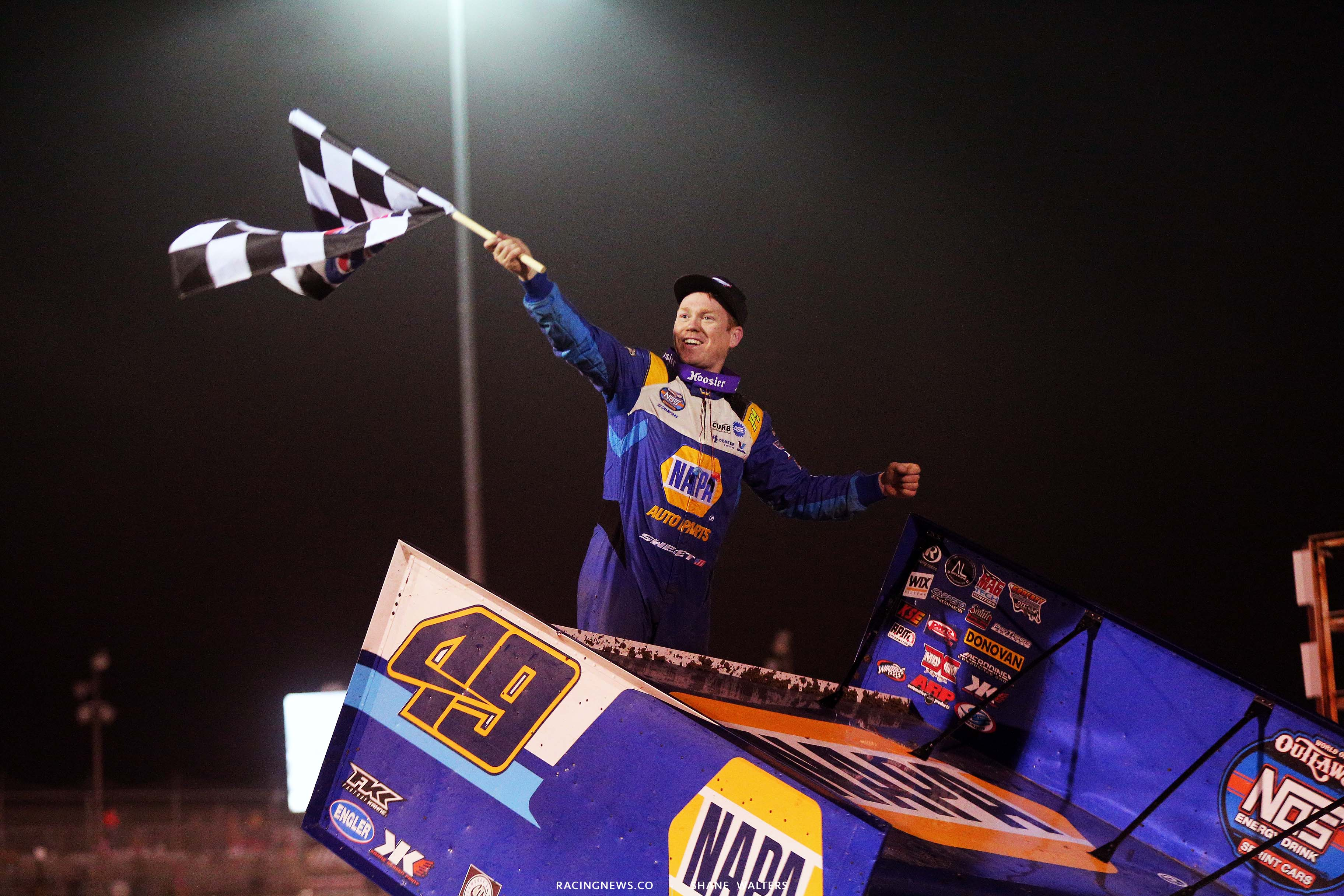 Brad Sweet in victory lane at I-55 Raceway - World of Outlaws Sprint Car Series 3282