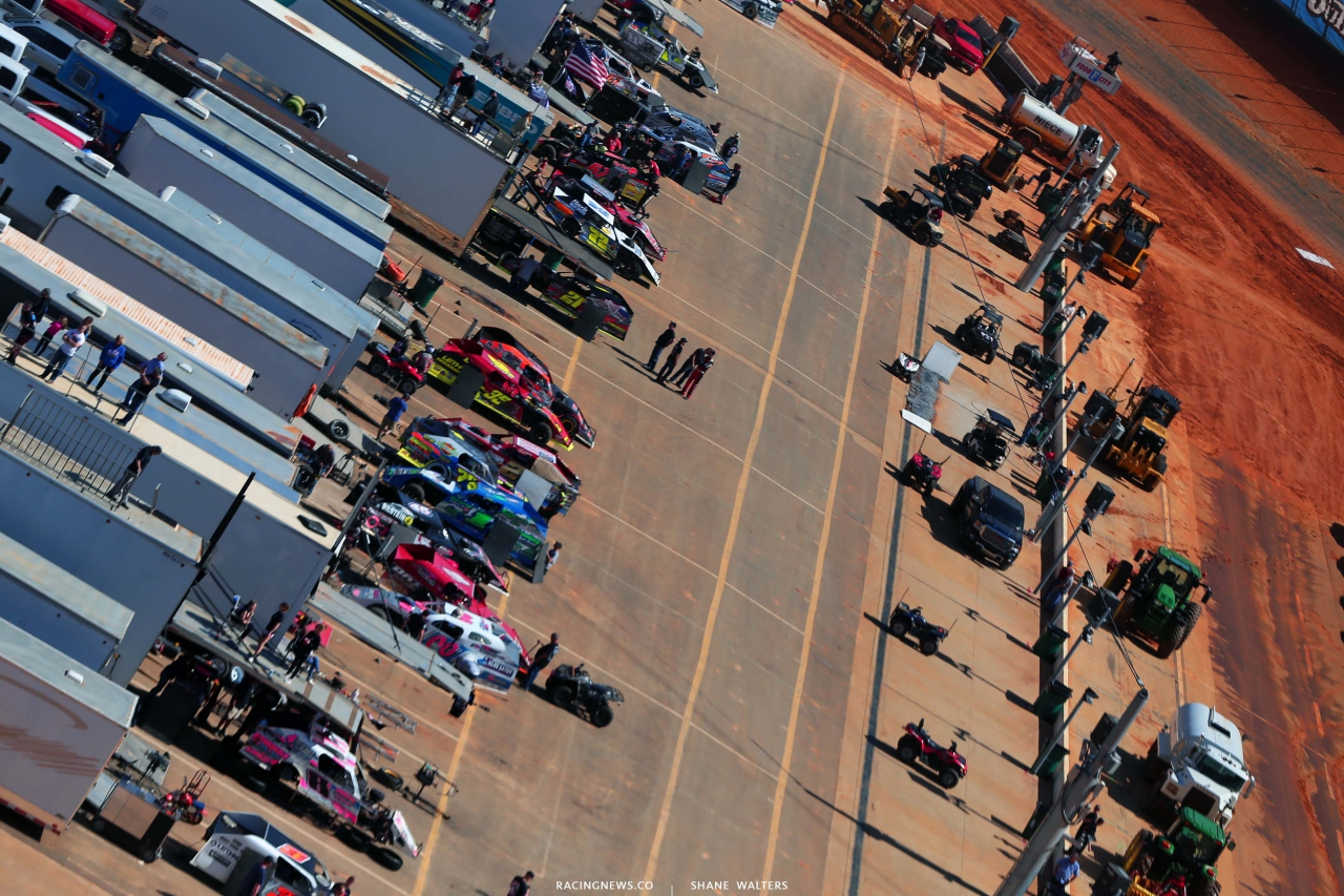 Dirt Modified Haulers - Bristol Motor Speedway dirt track 4009