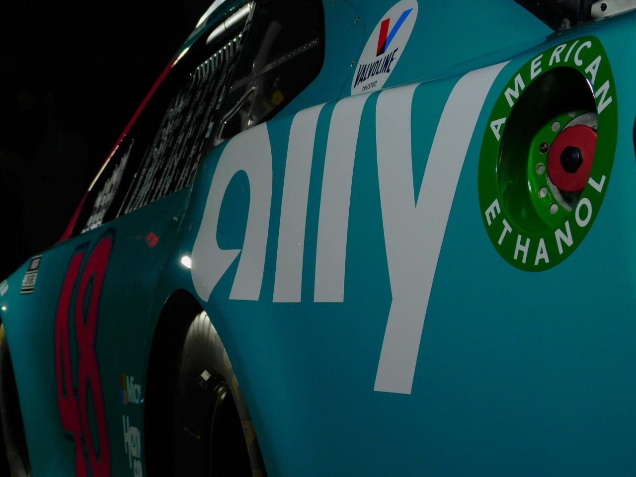 Greg Ives throwback for Alex Bowman - NASCAR - Darlington Raceway