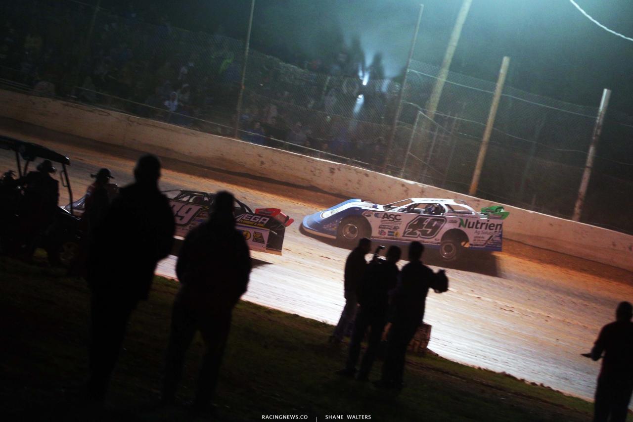 Jonathan Davenport and Tim McCreadie race off turn four at Ponderosa Speedway - Lucas Dirt 5304
