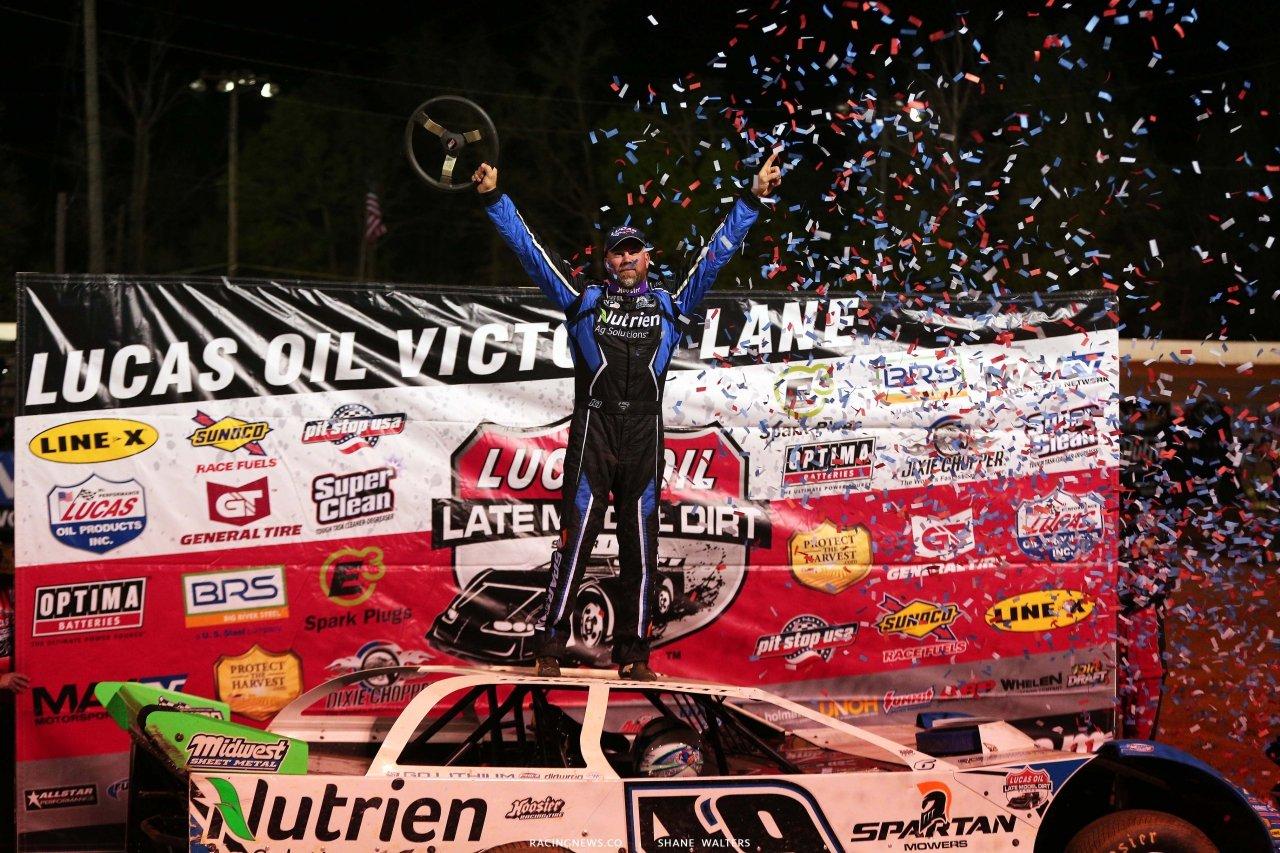 Jonathan Davenport in victory lane at Ponderosa Speedway - Lucas Oil Late Model Series 5325