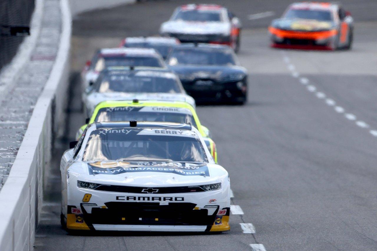 Josh Berry leads at Martinsville Speedway - NASCAR Xfinity Series