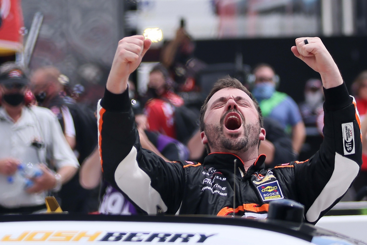 Josh Berry wins Martinsville Speedway - NASCAR Xfinity Series