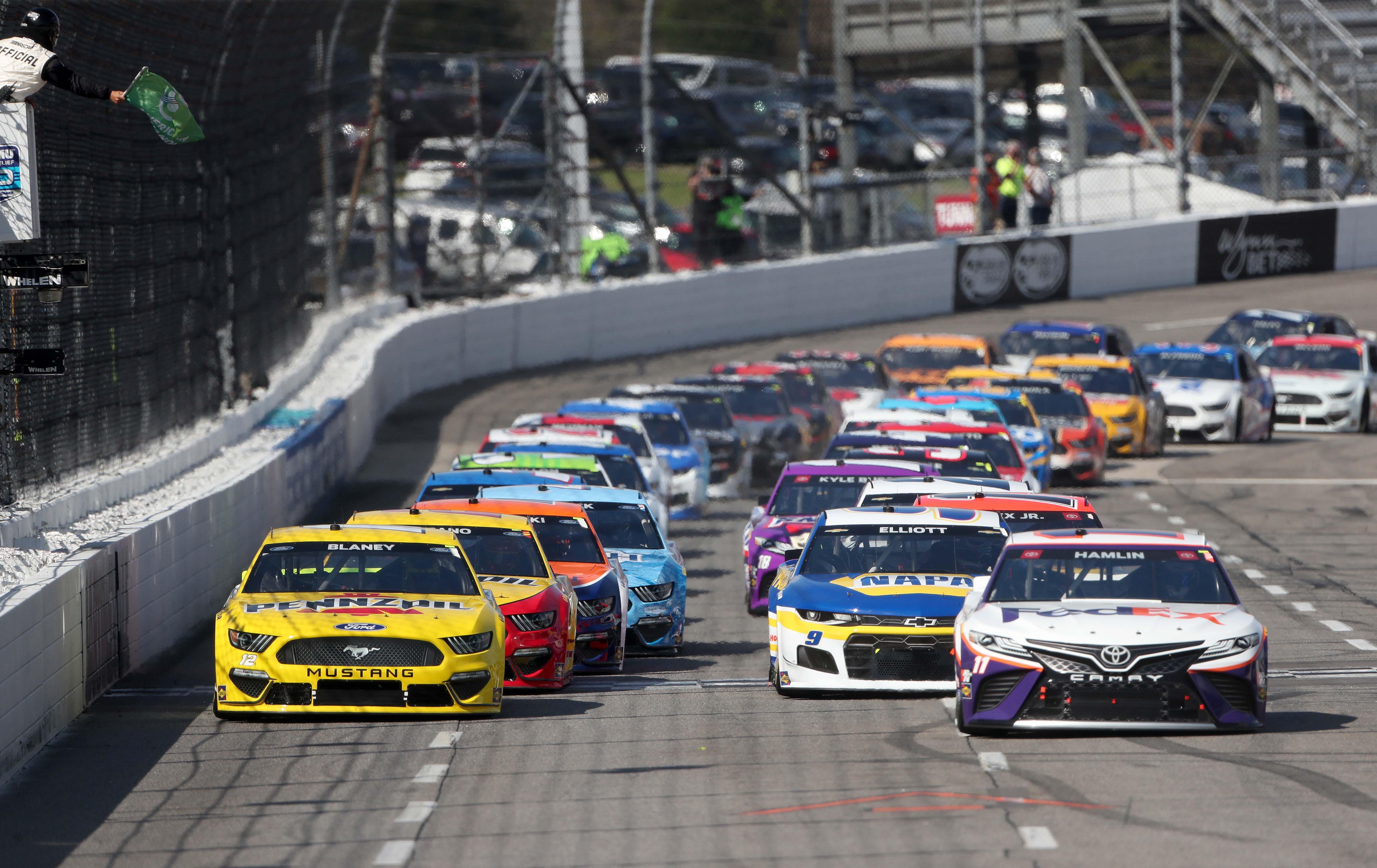 NASCAR Cup Series at Martinsville Speedway - Denny Hamlin, Ryan Blaney