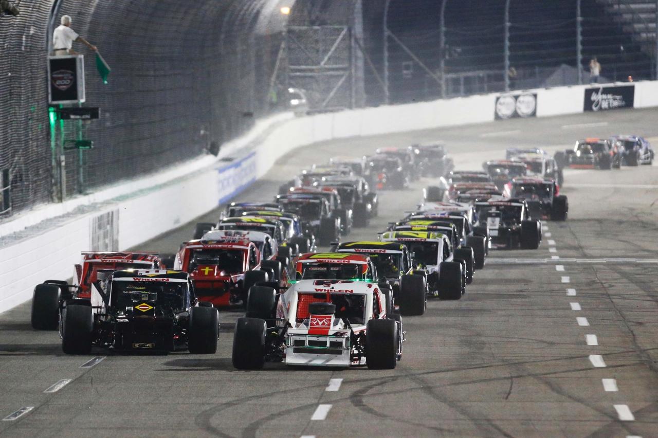 NASCAR Whelen Modified Series at Martinsville Speedway - Night Racing