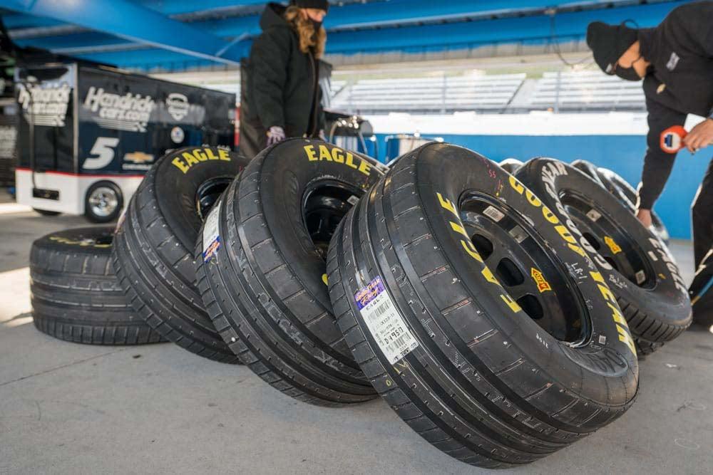 NAScAR Rain Tires - Oval