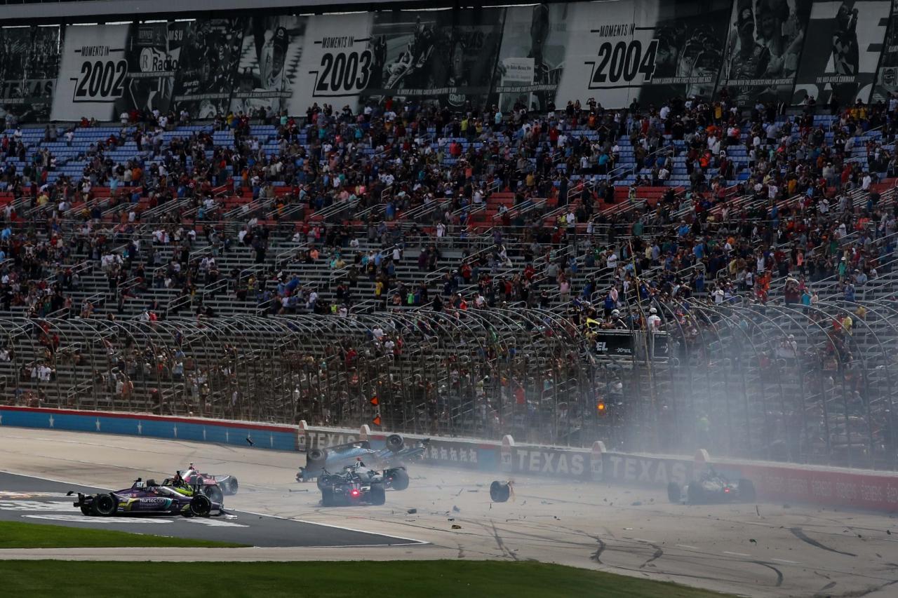 Crash at Texas Motor Speedway - Indycar Series