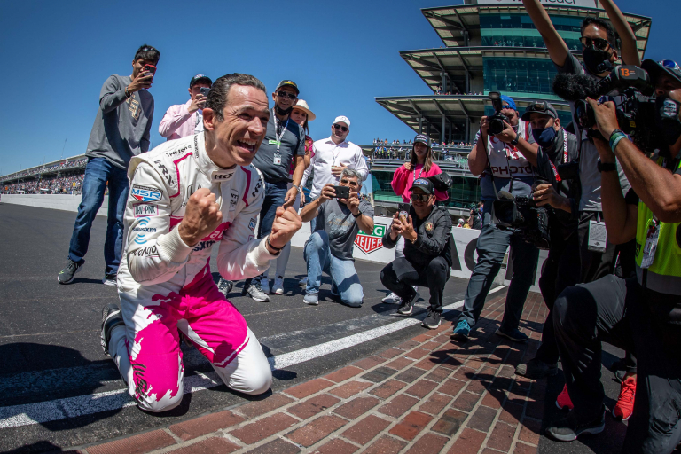 Helio Castroneves kisses bricks at Indianapolis Motor Speedway - Indy 500