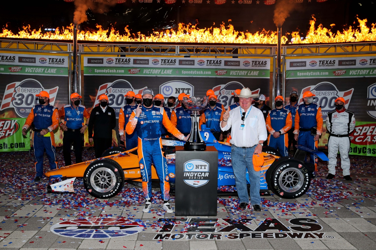 Scott Dixon and Chip Ganassi in victory lane at Texas Motor Speedway - Indycar Series