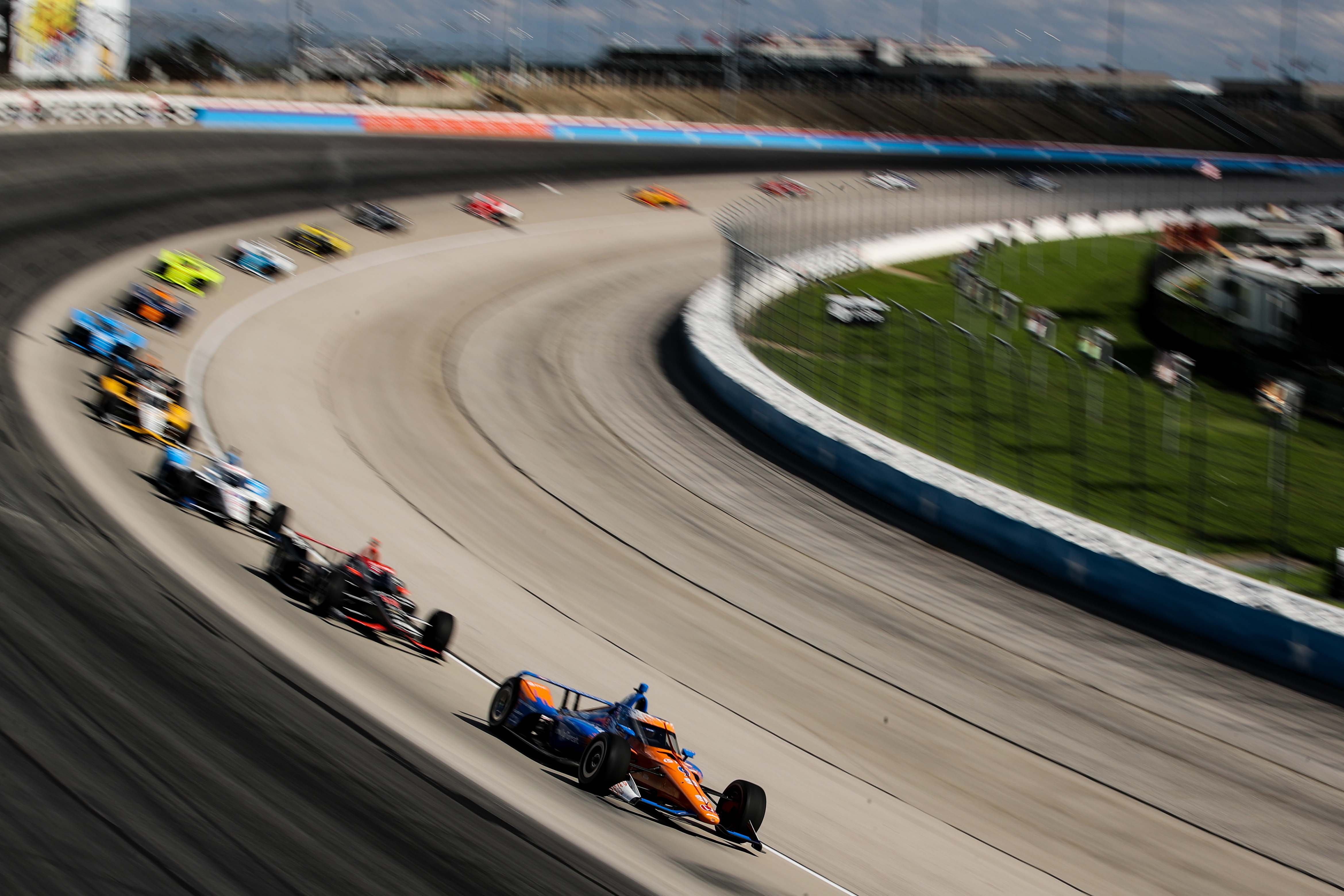 Scott Dixon leads at Texas Motor Speedway - Indycar Series