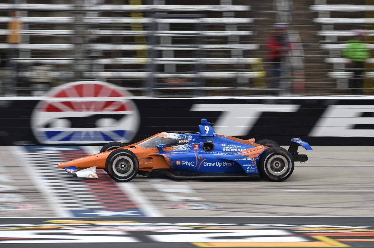 Scott Dixon leads at Texas Motor Speedway - Indycar Series