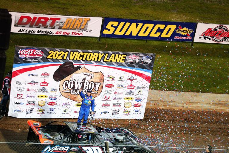 Tim McCreadie in victory lane at Lucas Oil Speedway - LOLMDS 5921