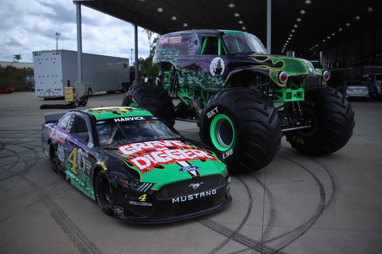 Kevin Harvick - Grave Digger 4 paint scheme - NASCAR Cup Series