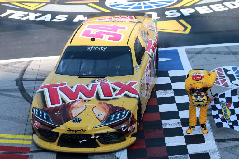 Kyle Busch bow - Texas Motor Speedway - NASCAR Xfinity Series
