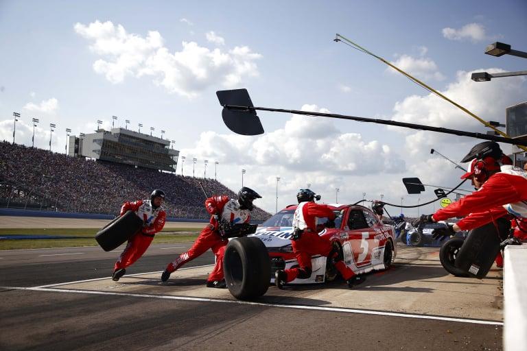 Kyle Larson pit stop - Nashville Superspeedway - NASCAR Cup Series