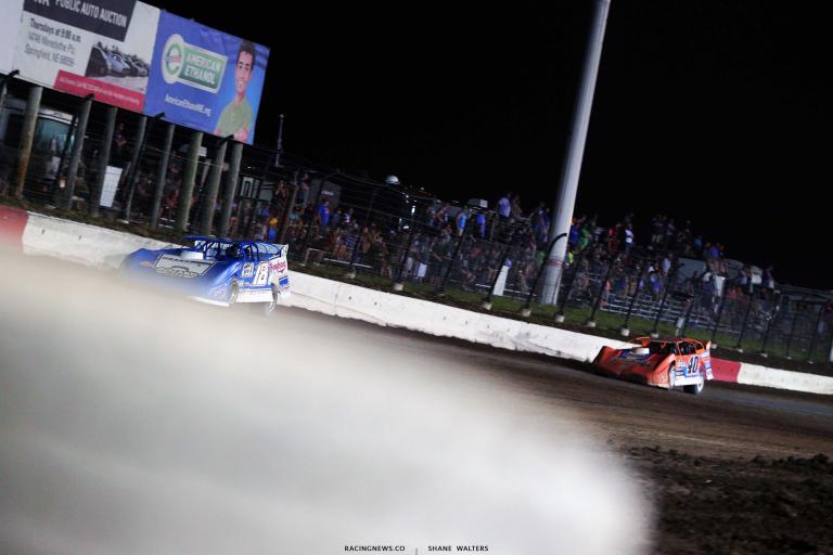 Chase Junghans leads Kyle Bronson - I-80 Speedway - Nebraska dirt track 8323