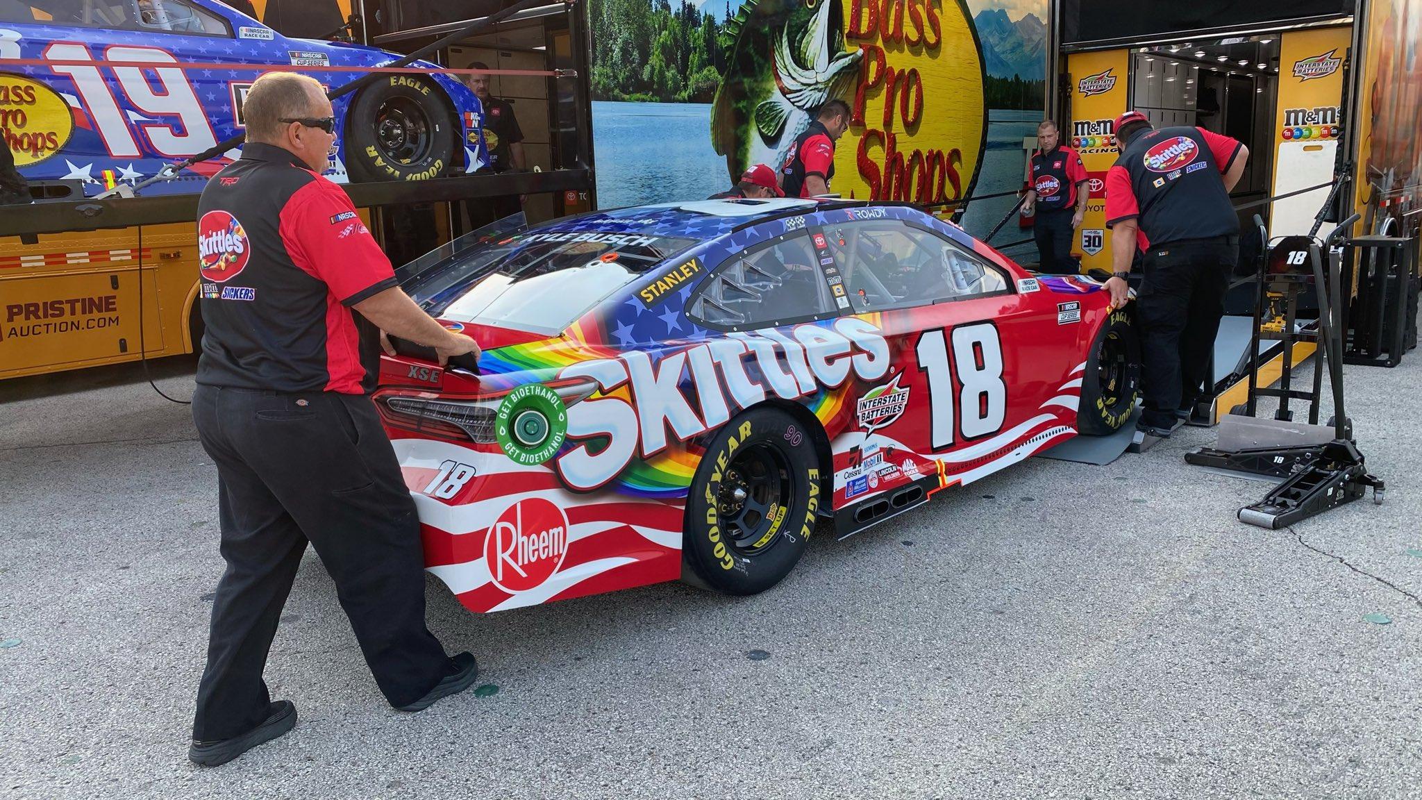 Kyle Busch - NASCAR hauler