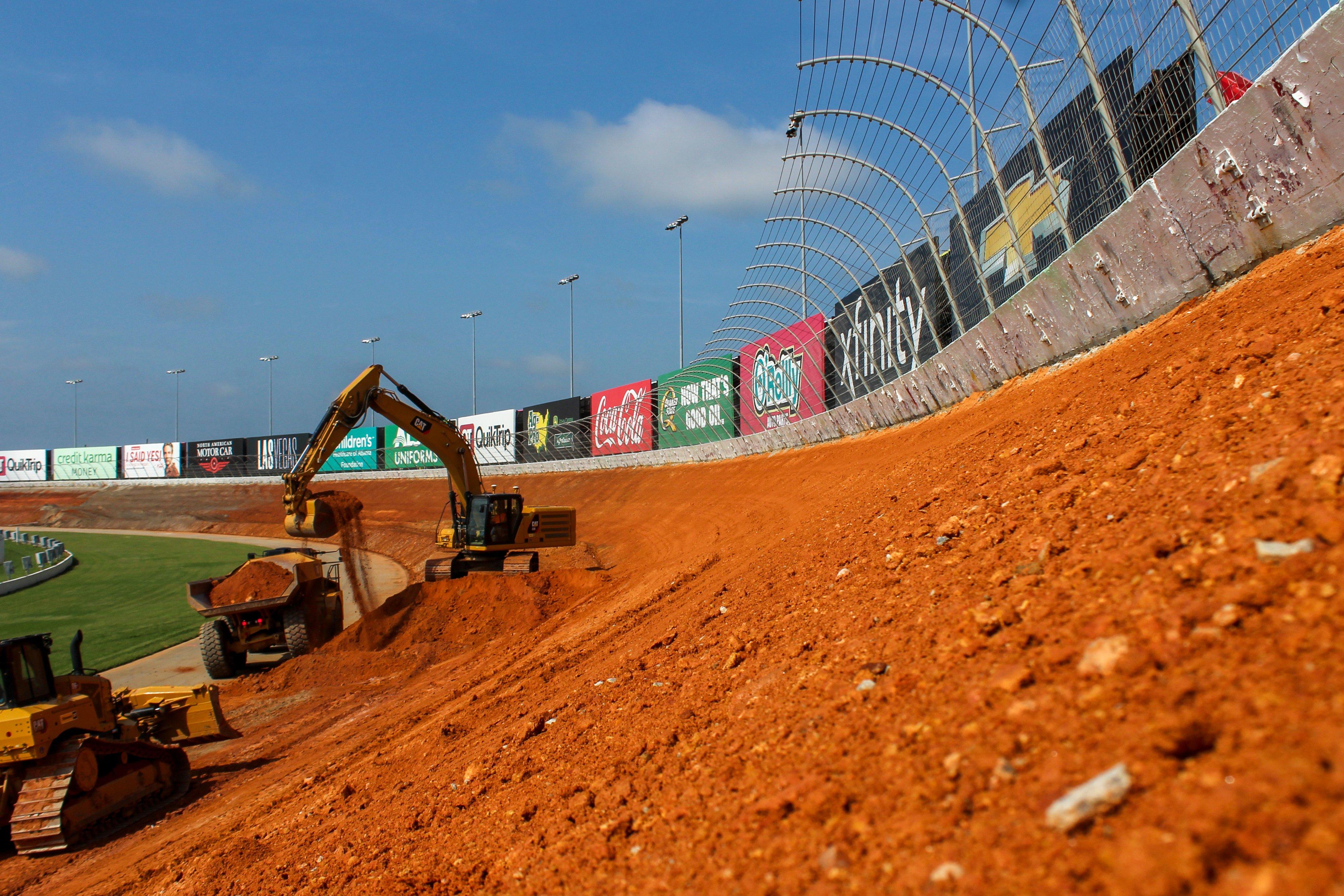 New Atlanta Motor Speedway banking construction - 28 degrees