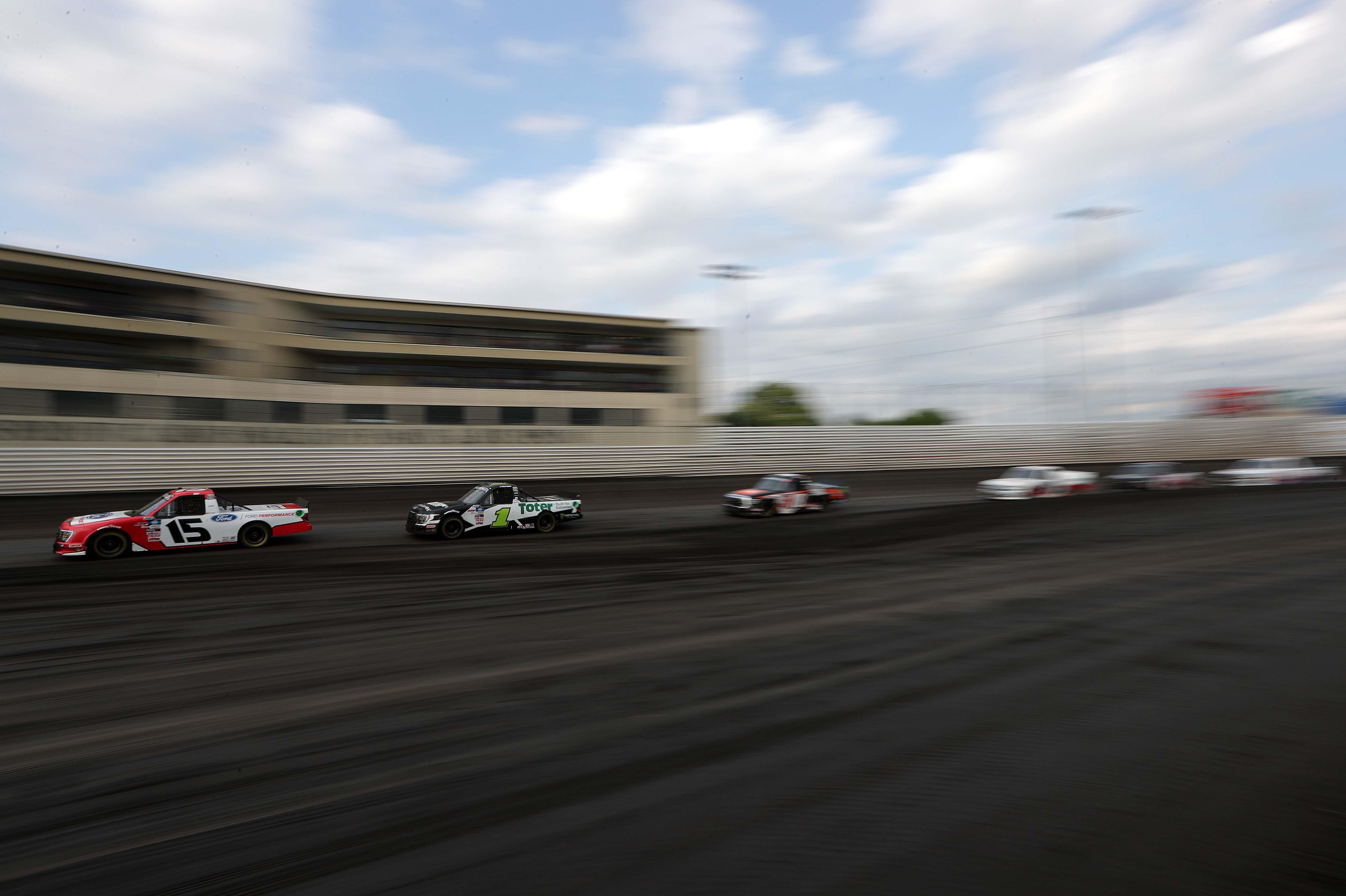 Tanner Gray, Hailie Deegan - Knoxville Raceway Dirt Track - NASCAR Truck Series