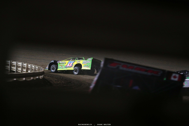 Tyler Erb leads at I-80 Speedway - Dirt Track Racing 7811