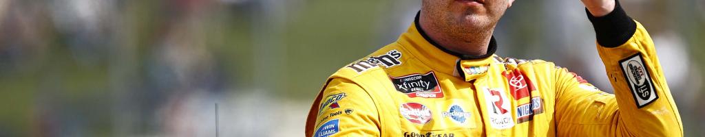 Kyle Busch, Denny Hamlin brilliantly erk NASCAR fans at Bristol intros (Video)
