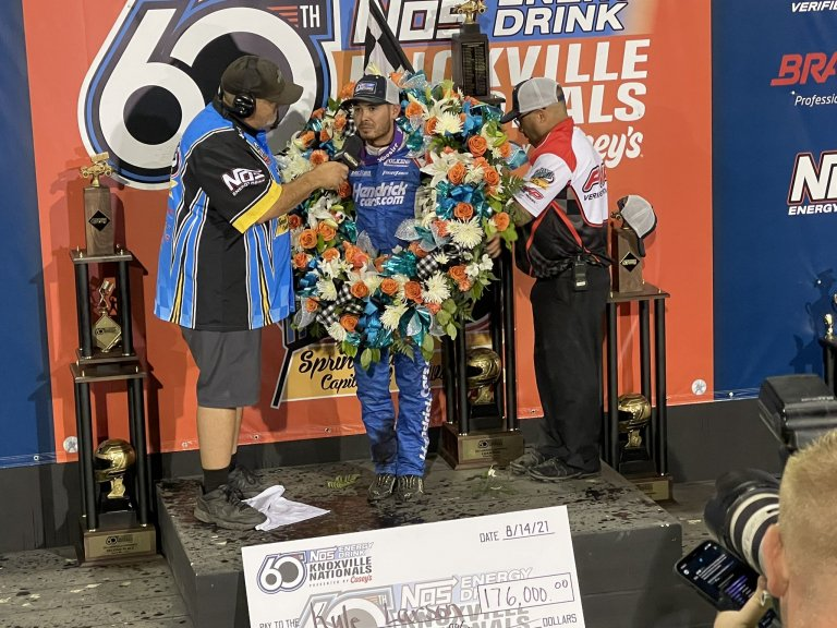 Kyle Larson wins the Knoxville Nationals