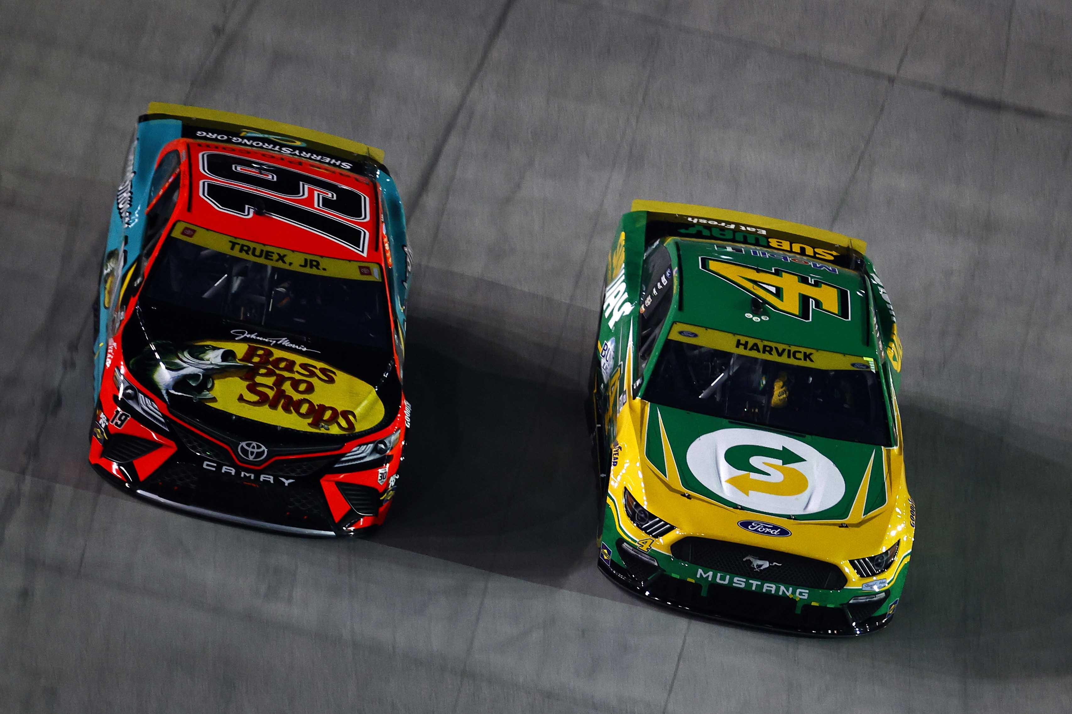 Kevin Harvick, Martin Truex Jr - Bristol Motor Speedway - NASCAR Cup Series