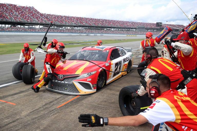 Bubba Wallace - Parada en boxes de NASCAR