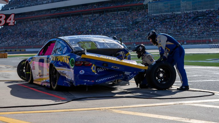 Chase Elliott crashed by Kevin Havick - Charlotte Motor Speedway ROVAL - NASCAR Cup Series 1