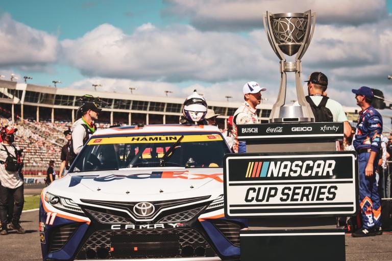 Denny Hamlin - Trofeo NASCAR