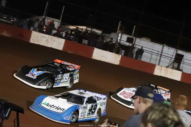 Jonathan Davenport and Tim McCreadie at Dixie Speedway - Lucas Dirt A35I0423
